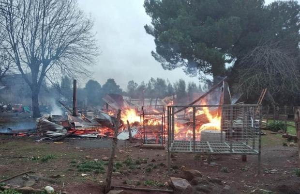 Atacan con disparos a hijos de parcelero cuya casa fue incendiada en Collipulli