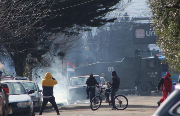 Graves incidentes se registraron en Collipulli este lunes tras marcha en apoyo a presos mapuche